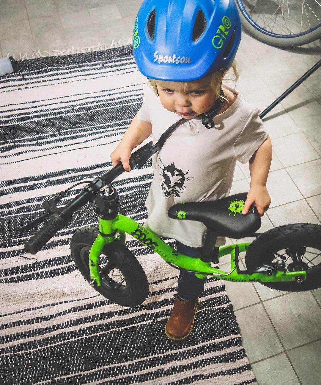 Instagram@elnadahlstrand Swedish Frog Bikes Ambassador Lovis carrying her green Frog Tadpole balance bike