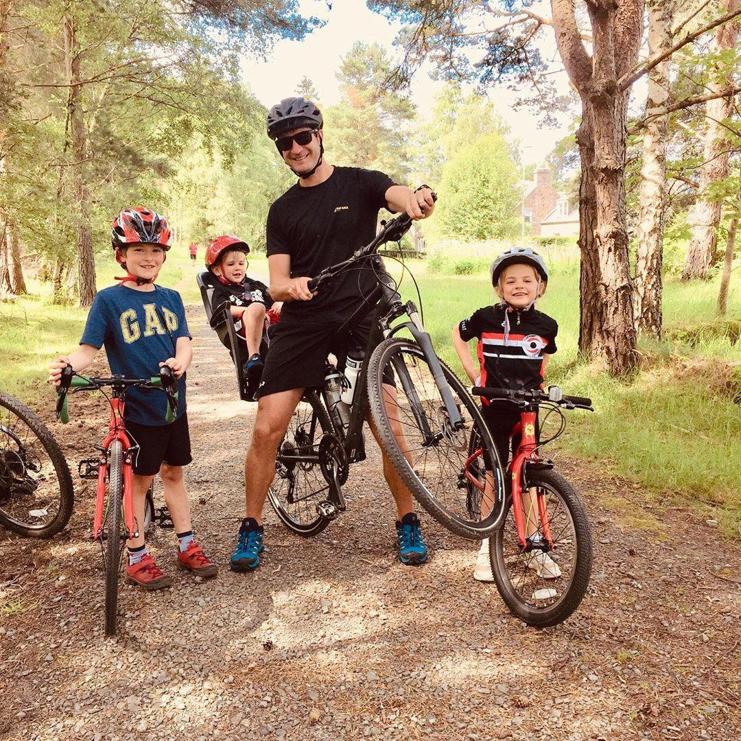 Instagram@trihardmumandaddad family out riding bikes together