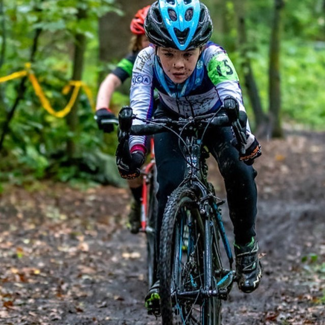 instagram @anniefcycling child on bike in kids cyclocross race