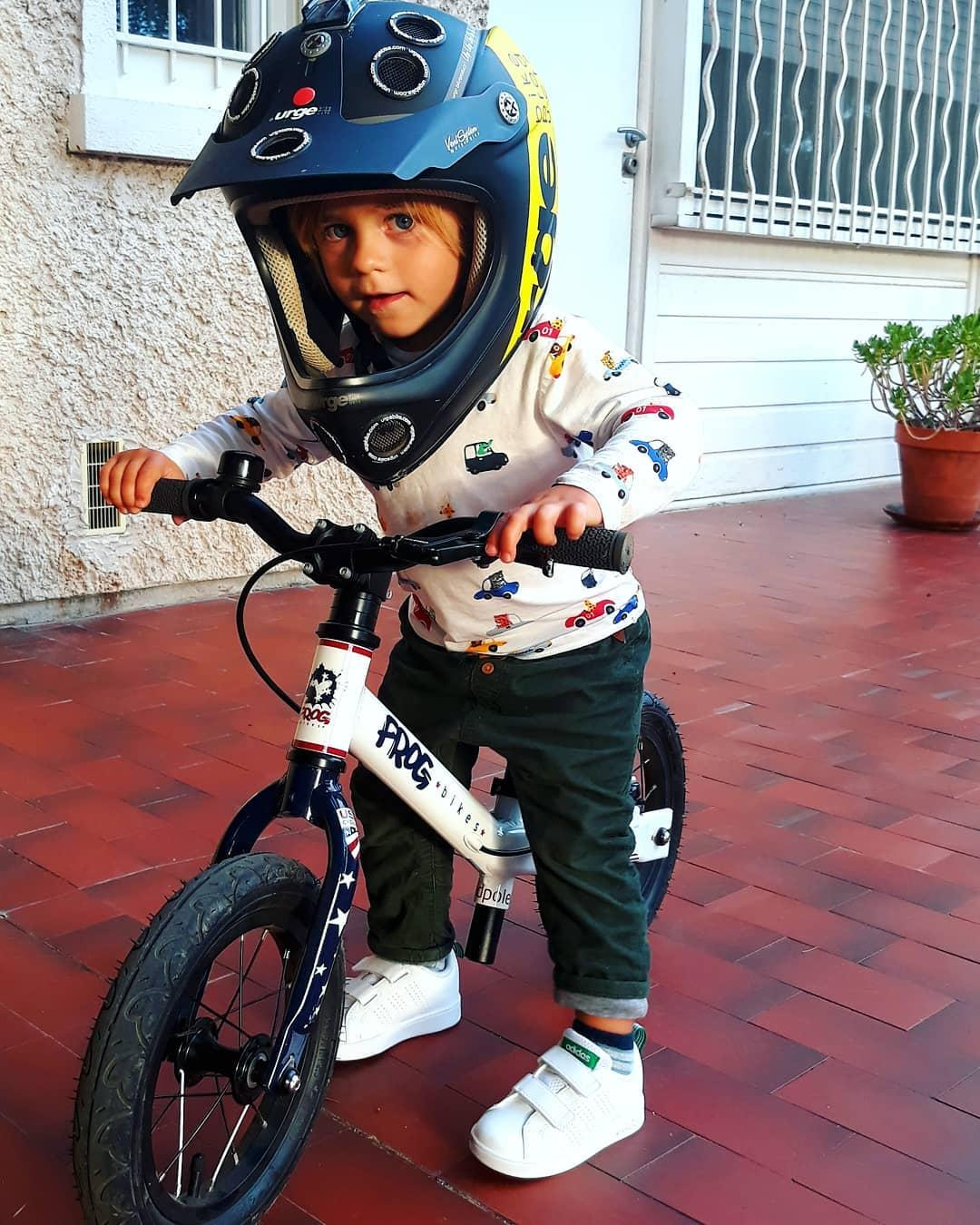 @leonardonbike wearing dads full face helmet